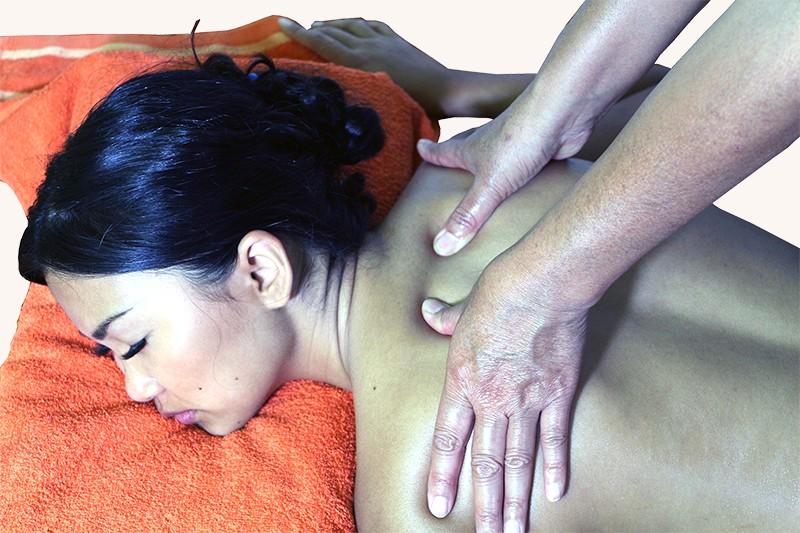 Traditionelle-Thai-Massage-Saegdee-1